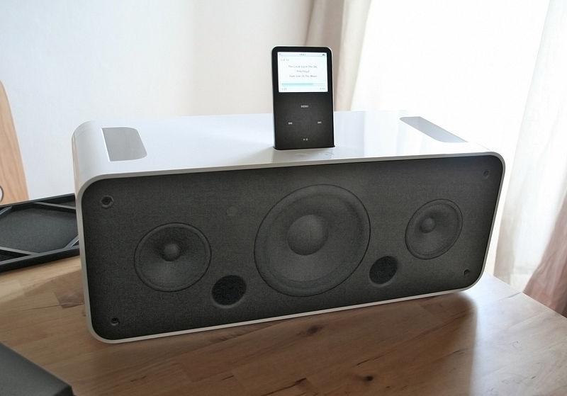 800px-IPod_Hi-Fi