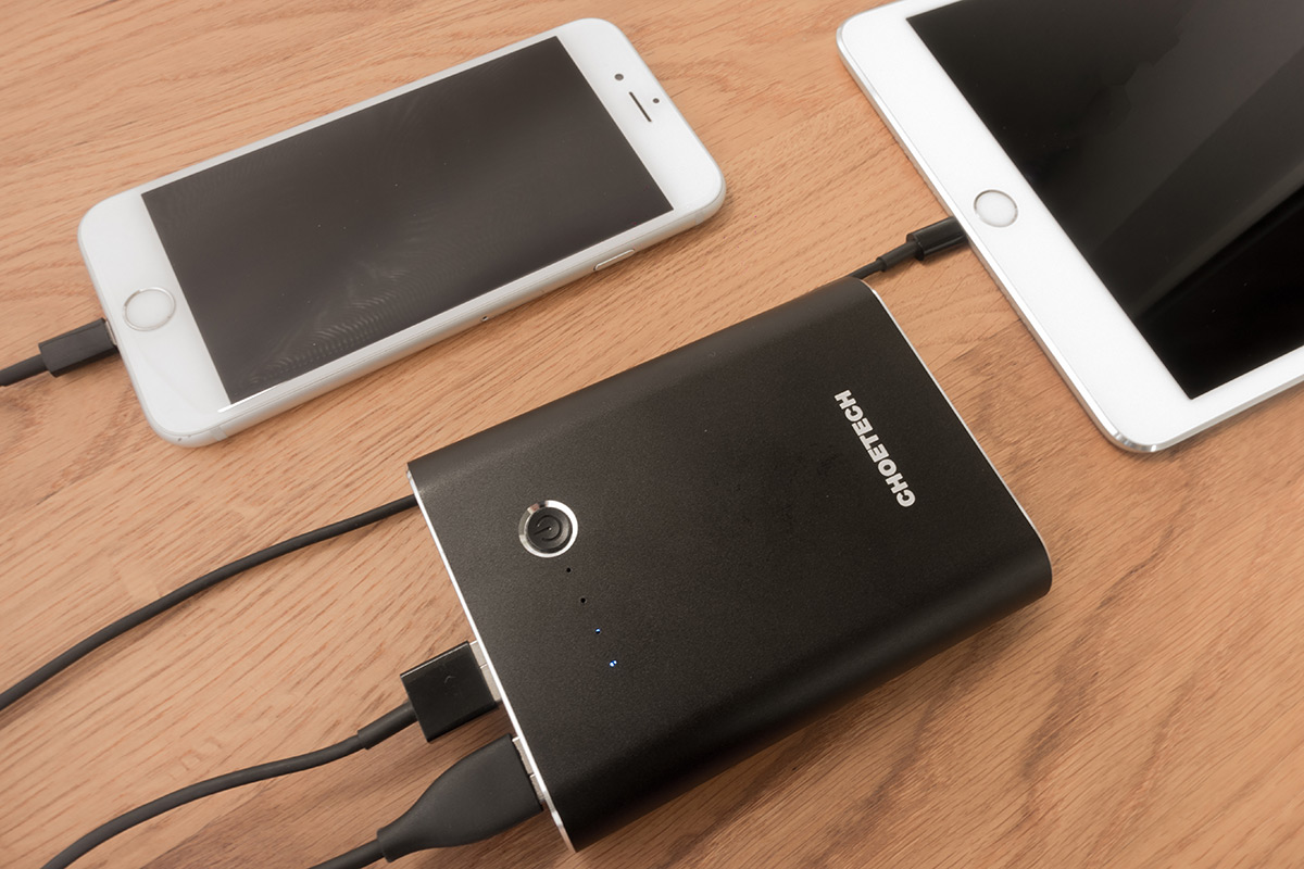choetech-quickcharge-3-0-powerbank-lightning-port-12