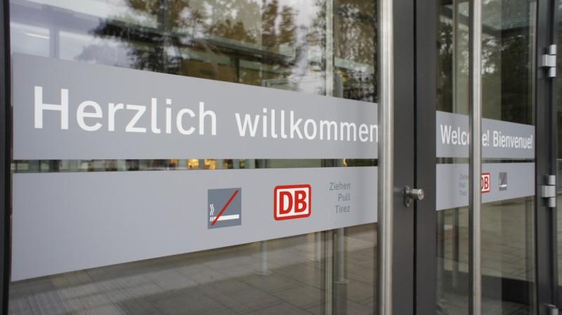 Eingangstür zum Bahnhof Rosenheim