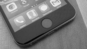 Tipp: Wenn das Lightning-Kabel aus dem iPhone rutscht oder bei Wacklern das Laden unterbricht…
