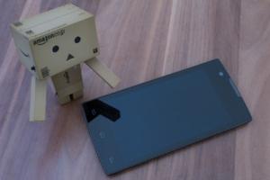 """Simvalley MOBILE SP-2X.SLIM: """"Das dünnste Smartphone der Welt"""" angeschaut"""