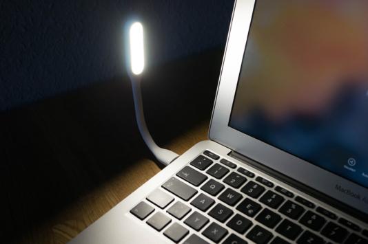 gadget xiaomi mini led lampe f r den usb anschluss einmal kurz beleuchtet. Black Bedroom Furniture Sets. Home Design Ideas